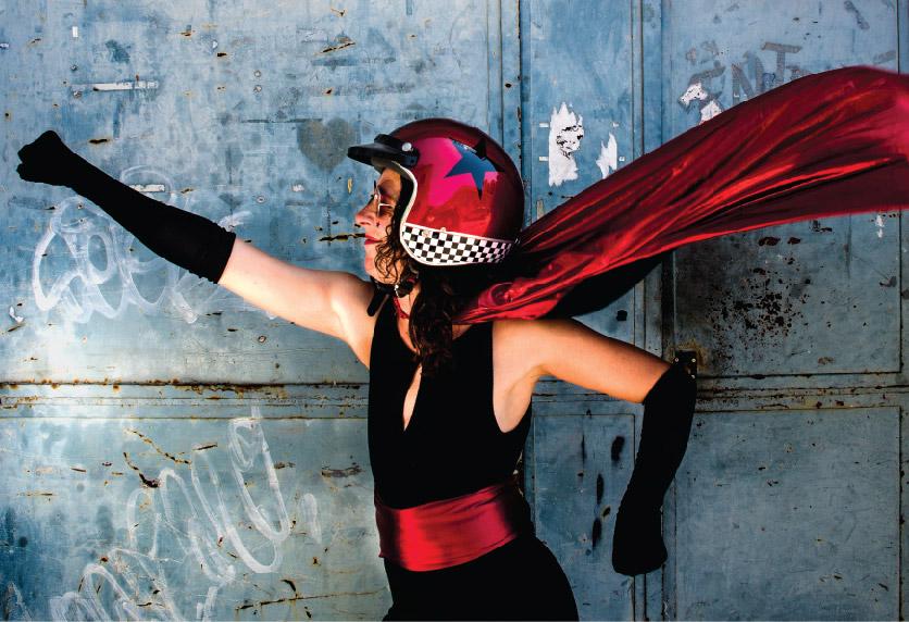 Una heroïna amb casc protagonitza el cartell de la 15ena edició del Festival Escena Poblenou